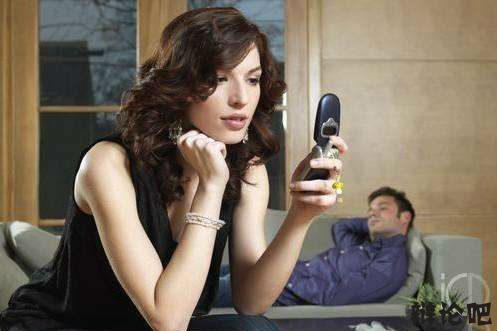 看伴侣的手机.jpg